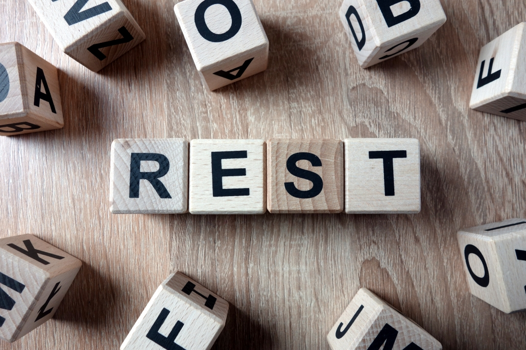 To remind the reader of the importance of rest when receiving ankle pain treatment.